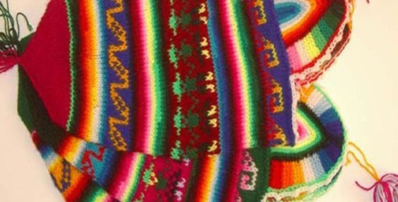 Bonnets tricotés à la main dans la région de Puno, en importation direct sans intermédiaires.