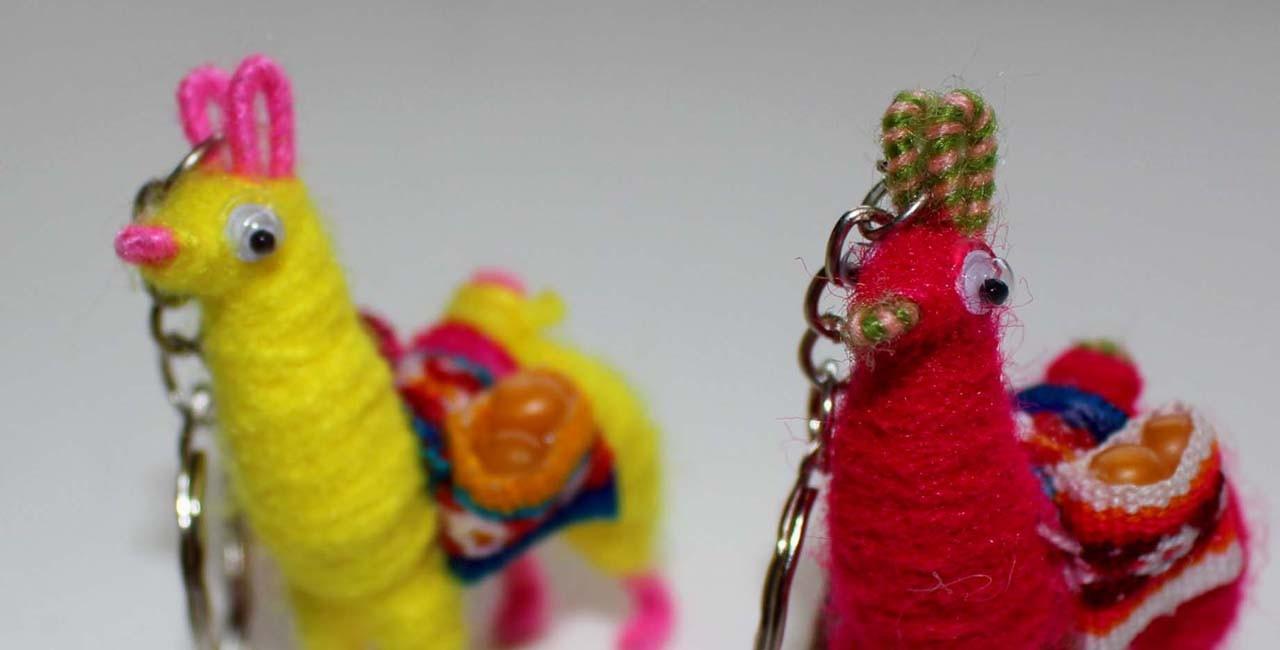 Portes clés lama en laine colorée
